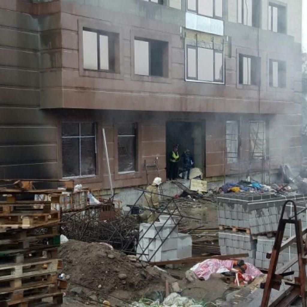Алматы пожар на территории стройки