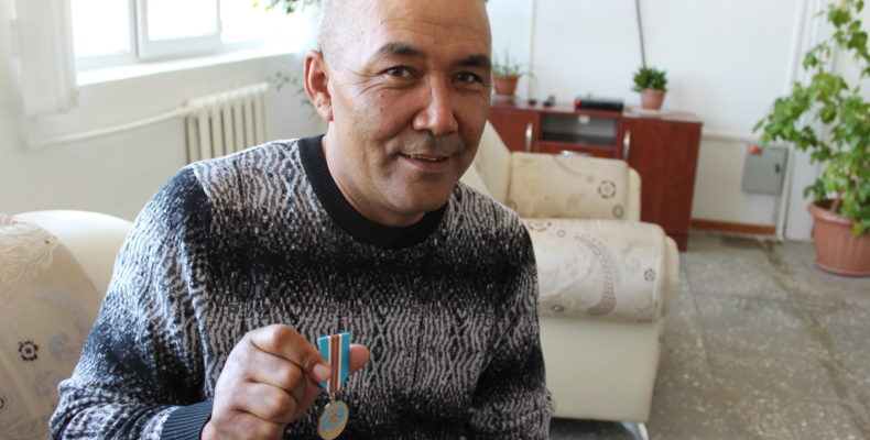 За спасение людей наградили егеря Аксу-Жабаглинского заповедника Турусбека Алимбекова