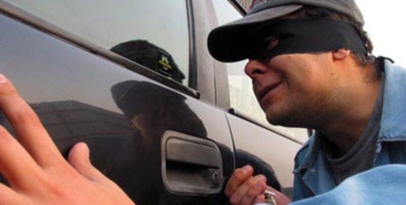 Неизвестные грабят автомобили таразцев, оставленные без присмотра