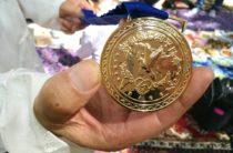 Потомок казахского бия Ногайбая получил награду дунганского народа