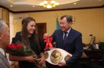 Чемпионке мира по боксу Фирузе Шариповой подарили квартиру