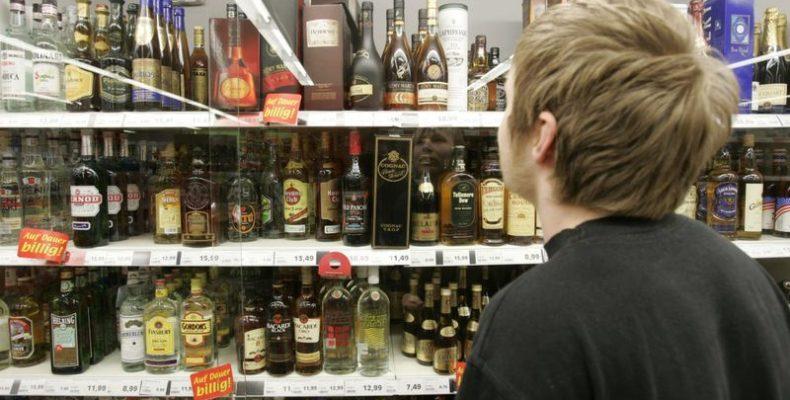 Незаконную реализацию алкоголя выявили полицейские Тараза