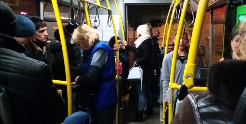 Пассажиры автобуса в Таразе выловили вора