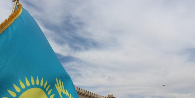 В Таразе объяснили, как правильно использовать государственные символы – Флаг и Герб