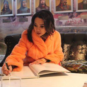 Динара Сатжан, блогер