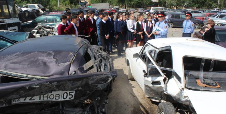 Участников ДТП, оказавшихся в больницах, посетили школьники Тараза