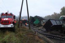 На жамбылском участке железной дороги сошел с рельс грузовой поезд