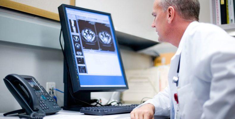 Как собираются избавить врачей от бумажной волокиты?
