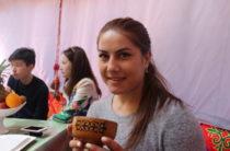 Фируза Шарипова подарила автомашину семье из Тараза