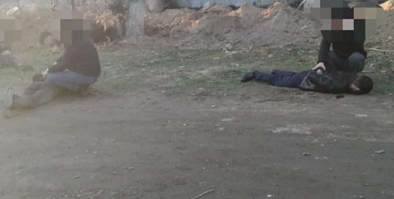 Полицейские с поличным задержали «домушников» в Таразе