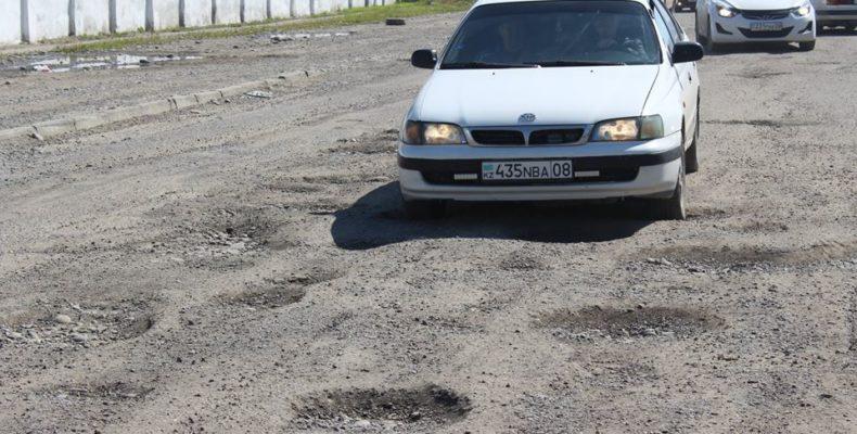 Қайрат Досаев қаланың жолдарының жағдайымен танысуға демалыс күнін арнайы арнады