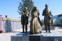 Опальные памятники – вандалы разгромили в Таразе «Джентльменов удачи»
