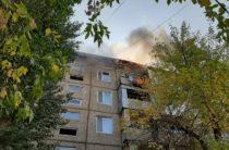 80 человек эвакуировали из горящего дома в Таразе