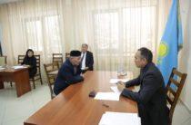 Проблемы 65-ти человек выслушал аким Жамбылской области Аскар Мырзахметов