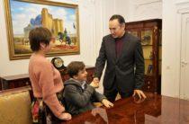 Исааку Мустопуло глава жамбылского региона Аскар Мырзахметов предложил возглавить клуб молодых интеллектуалов