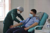 Жамбылские полицейские отозвались на призыв стать донорами крови