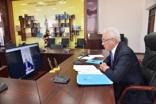 Ректор ТарГу провёл прямой эфир