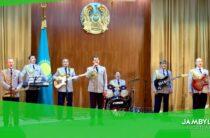 Жамбылские полицейские со своими детьми провели онлайн концерт для ветеранов во время карантина