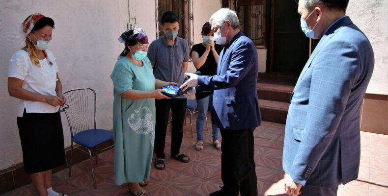 Трое жамбылских врачей посмертно награждены государственными наградами