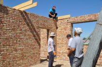 Около 50 семей вселились в новые дома благодаря «асару»
