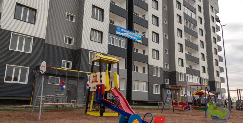 24 многоэтажных дома привели в порядок