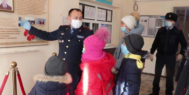 Полицейские встретились с детьми-сиротами из города  Жанатас