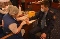 Жамбылские полицейские добровольно сдают кровь