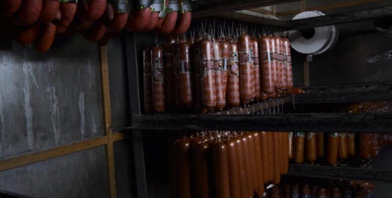 Производственный процесс: в каких условиях готовится колбаса в Жамбылской области (видео)