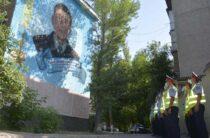 Мурал в честь Халық Қаһарманы Газиза Байтасова появился в Таразе