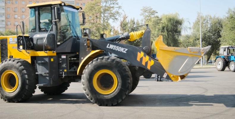 В Таразе вручили новую сельхозтехнику жамбылским аграриям