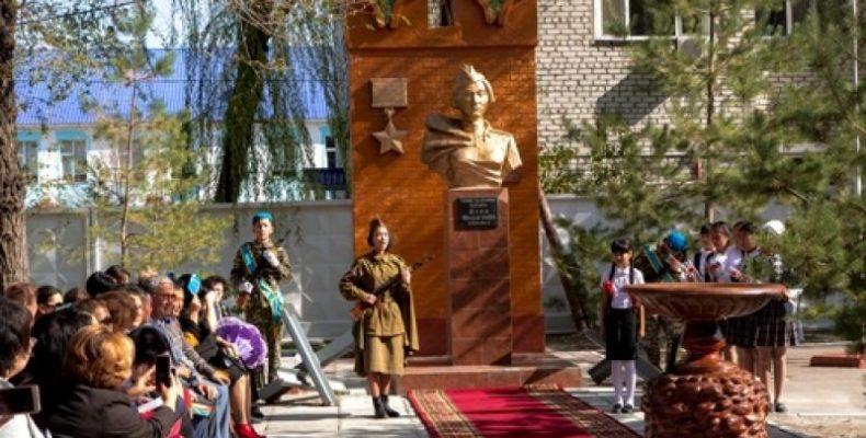 В Таразе открыта аллея имени Героя Советского Союза Алии Молдагуловой