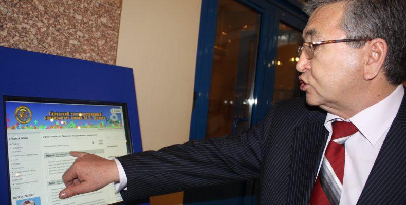 Сенатор Дарига Назарбаева почтила память ректора Таразского государственного университета Ашимжана Ахметова