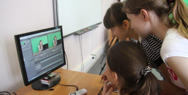 Госпрограмма в помощь: жамбылские школьники создали свой канал на Ютубе