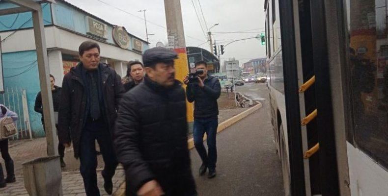 Аким города Тараза «проэкзаменовал» водителей автобусов