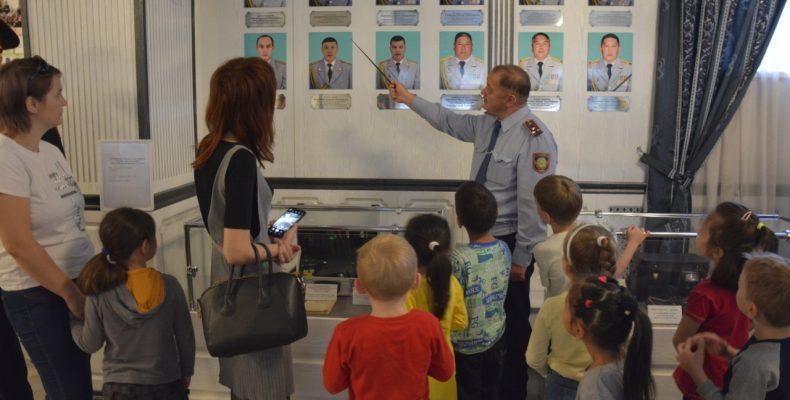Воспитанники детсада побывали в гостях департамента полиции Жамбылской области