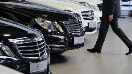 Не использовать в рабочее время дорогостоящие автомашины, одежду, часы и аксессуары призвали казахстанских чиновников