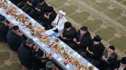 За «круглый стол» сели старейшины в селе Сортобе Кордайского района