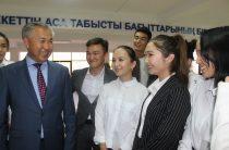 Читать книги, заниматься спортом и стать профессионалом своего дела – что советует молодежи аким города Тараза Кайрат Досаев