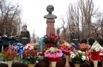 В Таразе почтили память Халық Қаhарманы Газиза Байтасова