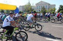 День Конституции отметили велопробегом в Таразе