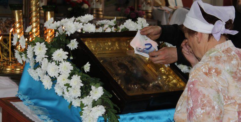 В Таразе побывала объехавшая весь мир икона Божией Матери «Умягчение злых сердец»