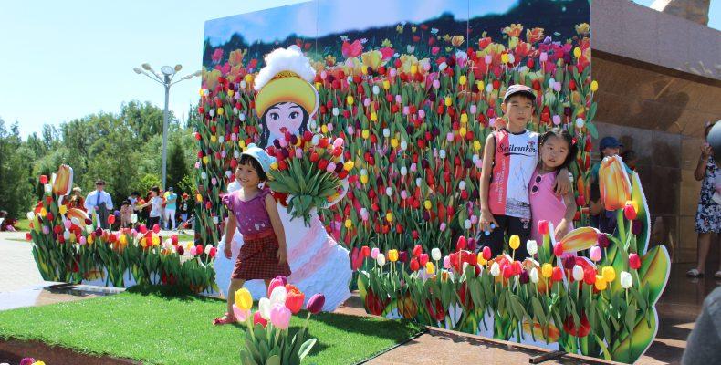 Фестиваль тюльпанов провели в Таразе
