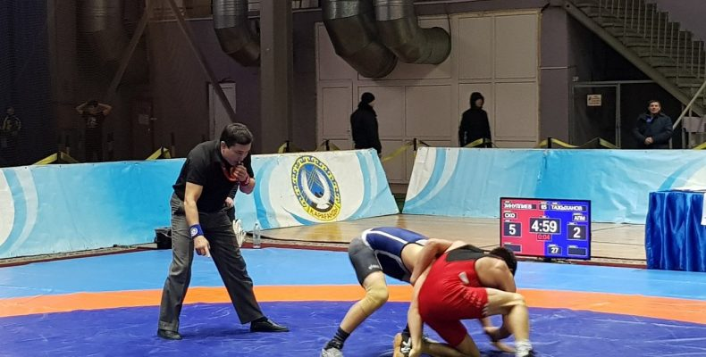Чемпионат РК по вольной борьбе прошел в Караганде